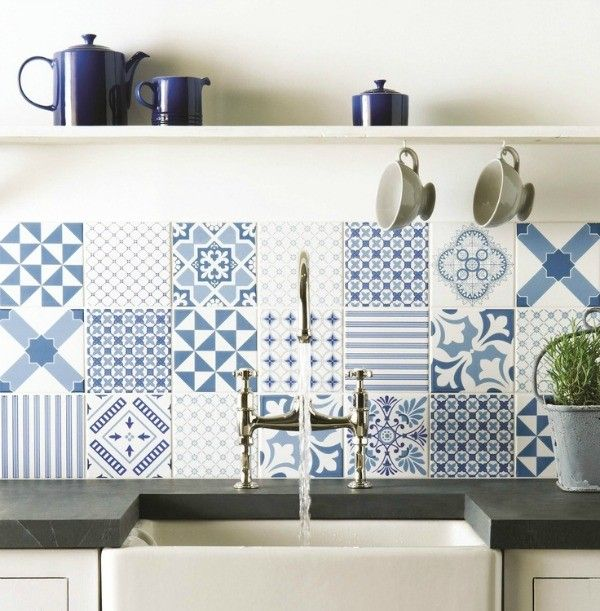 Same colors, different patterns. An elegant design for a minimalist kitchen