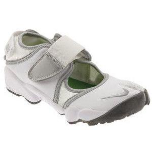 nike split toe shoes