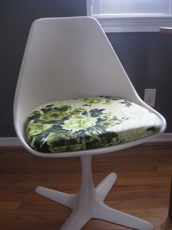 Saarinen Chair With Vintage Fabric Cushion