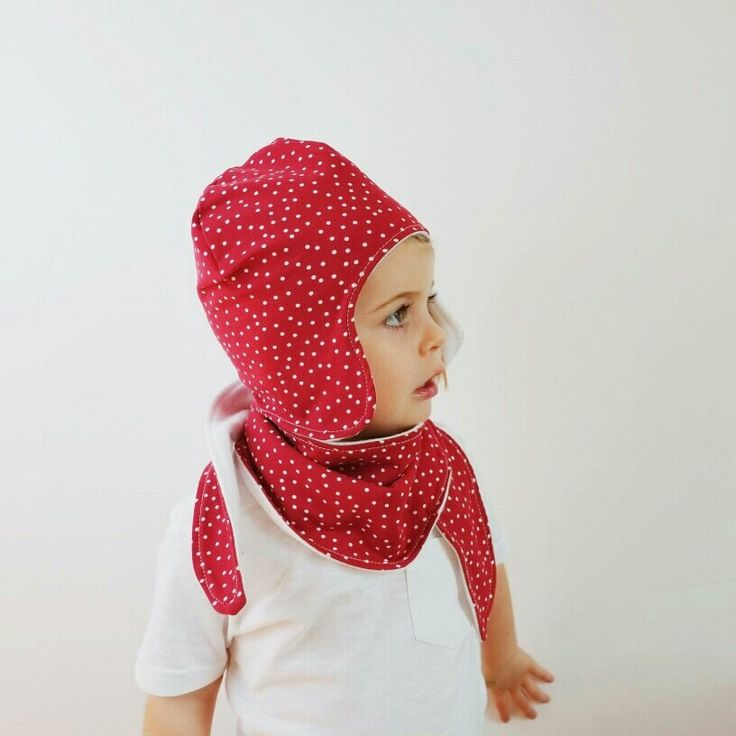 Cute, cosy and comfortable. Our hat and scarf sets are truly a winter wardrobe staple. Fleece lined and oh-so-soft, our stretchy hat is sure to stay on your little ones head, and with the adjustable poppers, the scarf is sure not to fall off either!