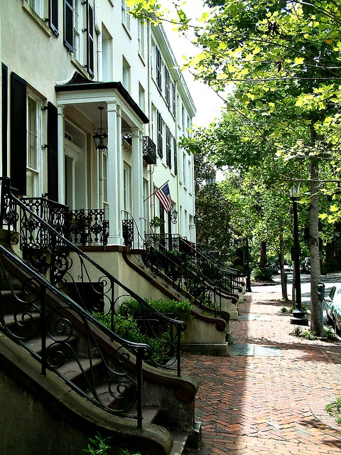 :: Historic Savannah--very midnight in the garden of good and evil ::