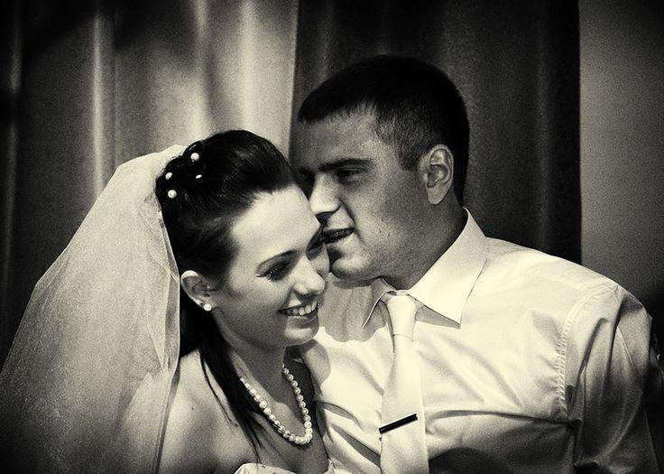 Одним из важнейших событий в жизни любого человека является день его свадьбы.   Это день сочетание двух влюбленных сердец, день из категории «один раз и на всю жизнь».  свадебная фотосессия, позы для свадебной фотосессии, свадебный фотограф