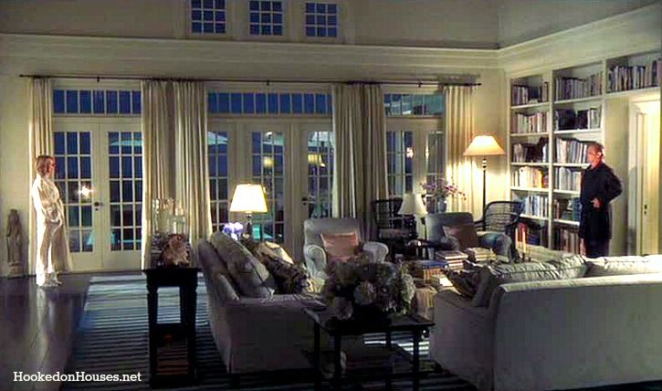 Something's Gotta Give living room- my favorite room in any house, ever. Those doors!  Those windows!  The built ins! The cove moldings! AGGGGG!!!!  And it's only a movie set  ; )
