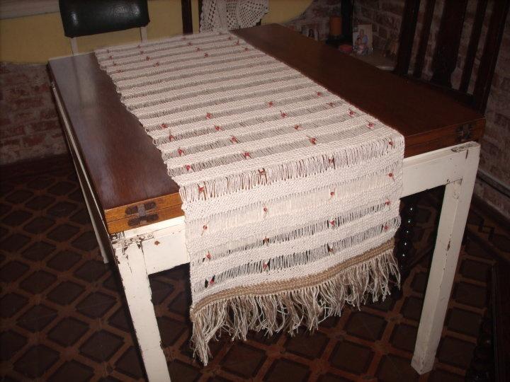 Camino de mesa rustico tejido en dos agujas lana for Camino de mesa a crochet
