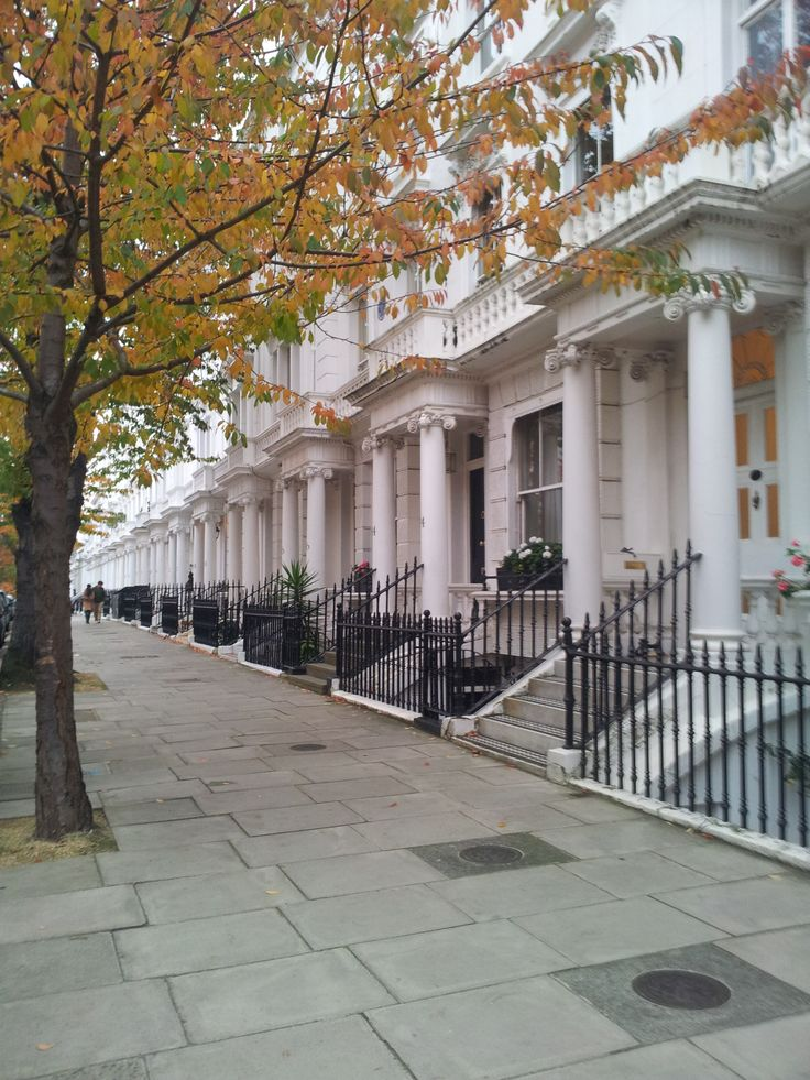 Gorgeous Victorian houses in Kensington, London......along my walk to Holland Park.