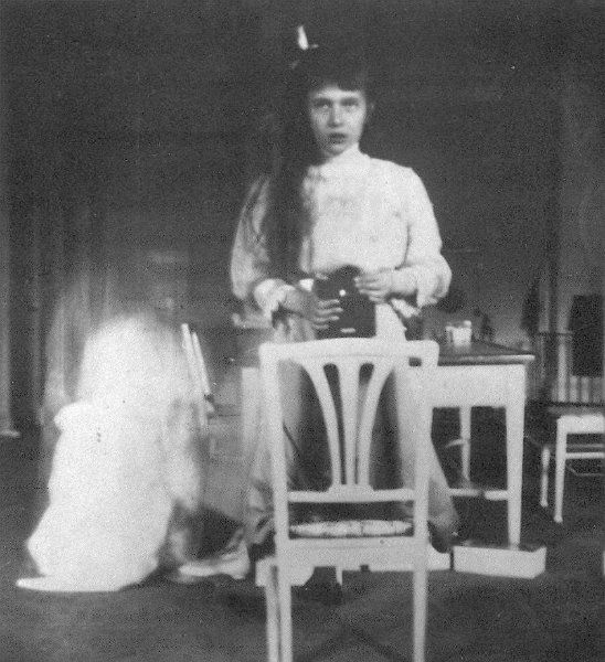 Selfie 1914 – Grand Duchess Anastasia Nikolaevna of Russia (Великая Княжна Анастасия Николаевна) and her Kodak Box