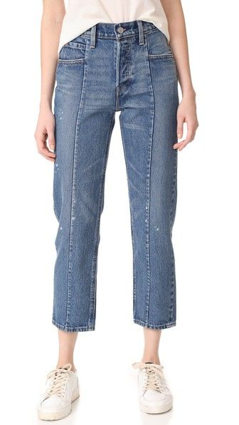 ¡Consigue este tipo de vaquero recto de Levi's ahora! Haz clic para ver los detalles. Envíos gratis a toda España. Levi's Altered Straight Jeans: Paint splatters and a broken-in wash give these Levi's jeans a worn aesthetic. Vertical pintucks lengthen the straight-leg silhouette. 5-pocket styling. 4-button fly. Fabric: Denim. 100% cotton. Wash cold or dry clean. Imported, China. Measurements Rise: 10.25in / 26cm Inseam: 25.25in / 64cm Leg opening: 14.25in / 36cm Measurements from size 27…