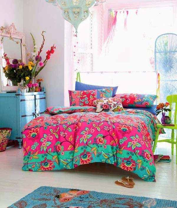 Love the bright quilt - would be nice as an accent piece, a bit of a colour overload here though