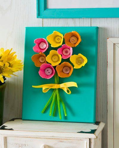 cuadro de flores hechas con material reciclado