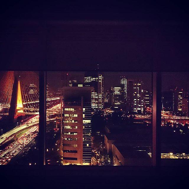 Na janela, só luzes. #instagood #fromwhereistand #light