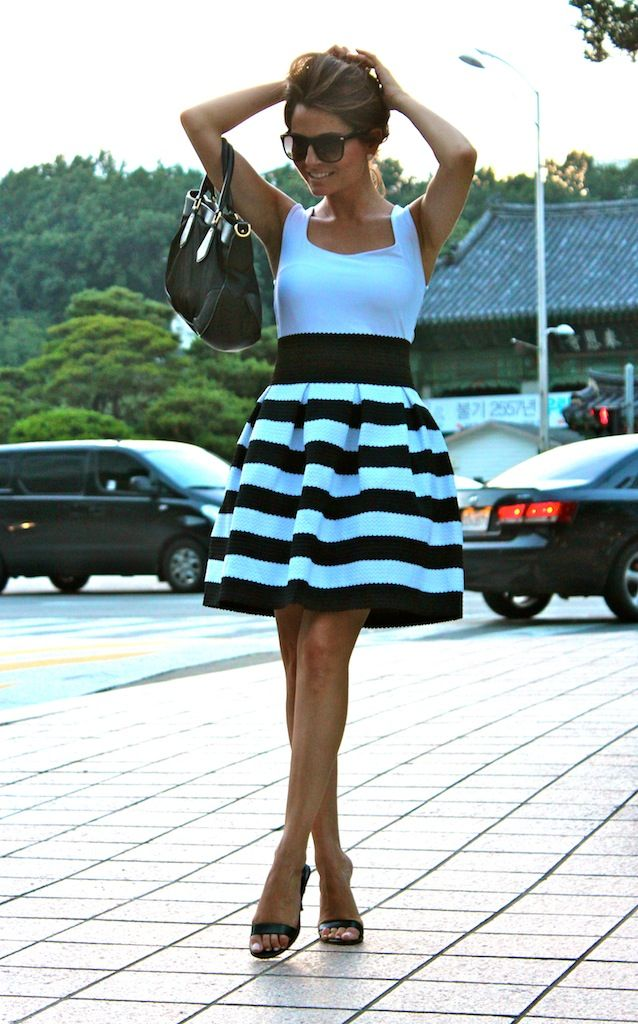 Fashion and Style Blog / Blog de Moda . Post: Love the skirt / Una falda muy Oh My Looks.More pictures on/ Más fotos en : http://www.ohmylooks.com/?p=18747
