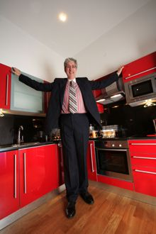 78 images about very tall people walking skyscraper on pinterest world records tall man. Black Bedroom Furniture Sets. Home Design Ideas
