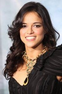 """I have absolutely no idea what this says, but it's a great photo of Michelle Rodriguez.  Džesika Alba i Mišel Rodrigez pregovoraju  za nastavak Mačete   Glumice su u završnom krugu pregovora za nastavak hita Roberta Rodrigeza """"Mačeta"""" iz 2010., u kom glavnu ulogu tumači kultni Deni Treho. Trehu je to bila prva glavna uloga u njegovoj dugogodišnjoj glumačkoj karijeri.    Albu smo imali prilike gledati u ulozi imigracione agentkinje koja se zaljubljuje u Mačetu, a Mišel Rodrigez glumi Luz…"""