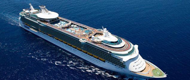 """Az 1968-ban alapított Royal Caribbean Cruise Line hajótársaság ma a világ legnagyobb hajótársasága. Hajói a """"büszke óriások"""" – a világ legnagyobb és legmodernebb óceánjárói. 22 négy- és ötcsillagos hajóból álló flottája minden igényt kielégít."""