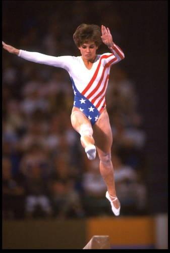 Mary Lou Retton - 1984 Olympics, All-Around Gymnastics, Balance Beam. Her smile stole America's heart Gymnastics Events, Olympic Gymnastics, Olympic Games, Elite Gymnastics, Gymnastics Competition, Funny Gymnastics Quotes, Inspirational Gymnastics Quotes, Motivational Quotes, 1984 Olympics