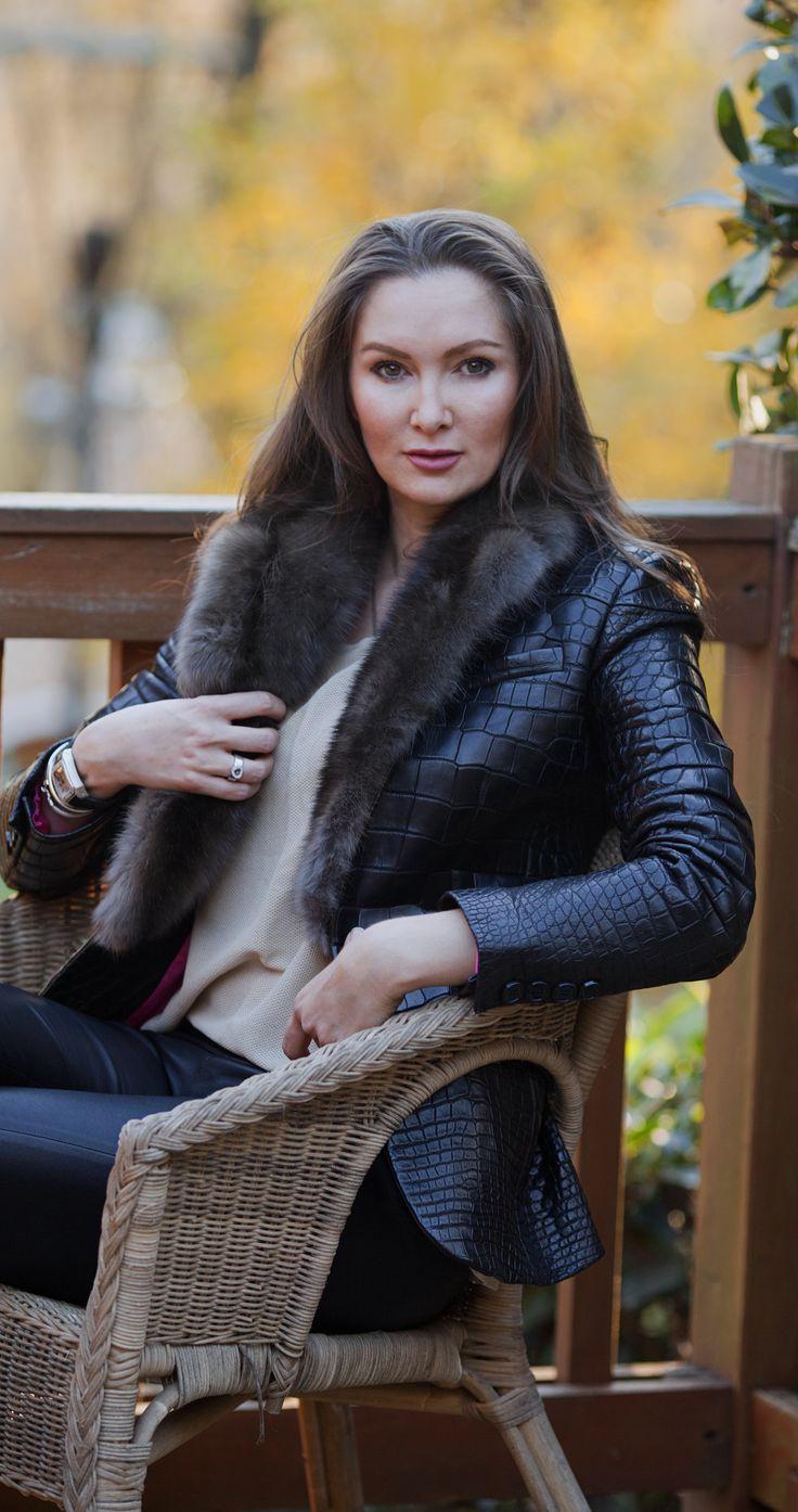 Croc blazer jacket with sable collar by #ADAMOFUR #croc #sable #fur #furstyle #furfashion #inspiration #fashionista #streetstyle