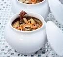 Блюда в горшочках    Жаркое, супы, запеканки, каши - все эти блюда, если приготовить их в горшочках, будут вкусны необыкновенно. К тому же в продуктах, приготовленных таким способом, сохраняются все питательные вещества. Рецепты в горшочках особенно подходят для тех, кто соблюдает диету, ведь готовить в горшочках можно вообще без масла. Да, что там говорить, еще древние римляне запекали в глиняных горшочках мясо и даже пекли хлеб.