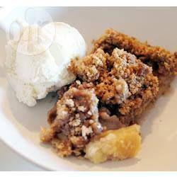 Foto da receita: Torta de maçã com cobertura de cuca