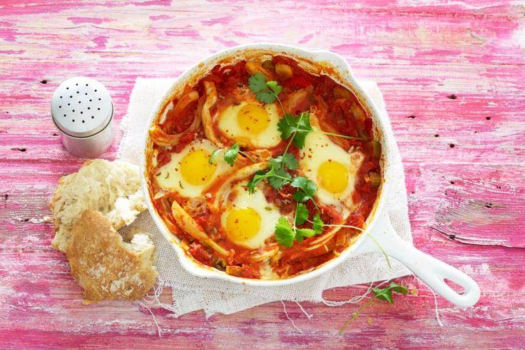 Kijk wat een lekker recept ik heb gevonden op Allerhande! Mara Grimm shakshuka (tomatenstoof met ei & venkel)