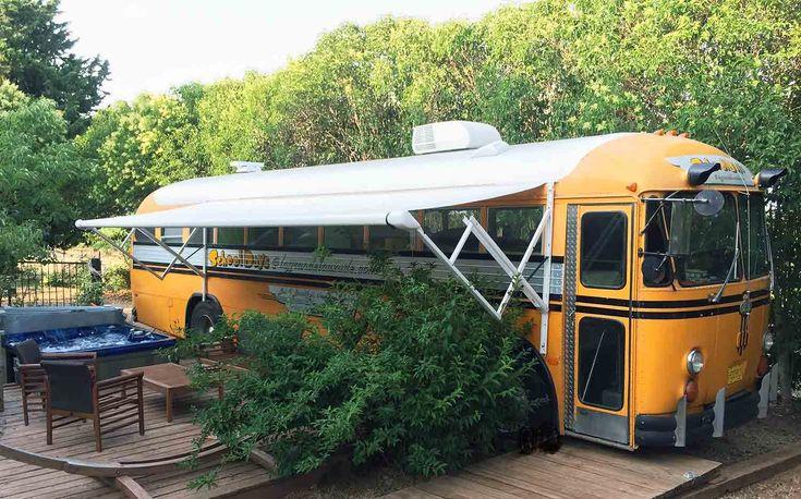 Dormir dans un school Bus hebergement insolite en provence - Route de Toulon (RD 97) 83340 Le LUC-en-Provence