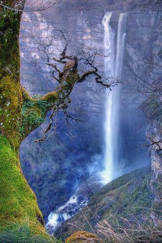 Frente a la Cascada de Gujuli -103 m.-