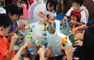 Citra Garden City Gelar Kegiatan Edukatif Anak | 29/05/2015 | Jakarta, mpi-update. Citra Garden City Jakarta, melakukan beberapa kegiatan mendidik dalam rangka memberikan edukasi bagi anak-anak untuk melatih imajinasi dan kreativitas. Kegiatan dilakukan rutin setiap ... http://propertidata.com/berita/citra-garden-city-gelar-kegiatan-edukatif-anak/ #properti #jakarta