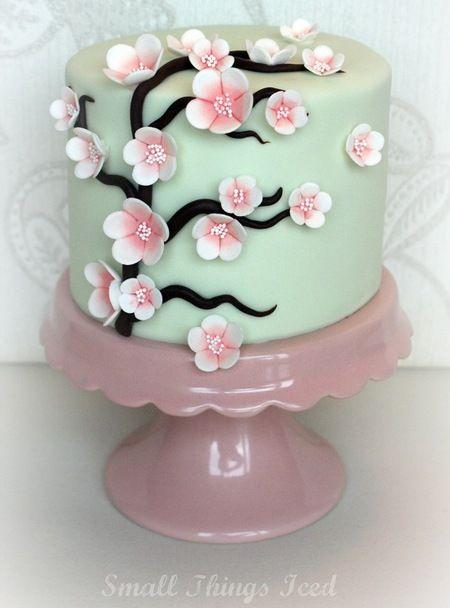 """Mit der Dekoration der """"Vögel und Garten"""" Torte für einen Geburtstag"""