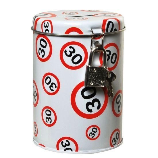 Spaarpot 30 jaar met verkeersbord. Een spaarpot gemaakt van metaal. De spaarpot sluit u af met een slot en is circa 11 x 8.5 cm groot.