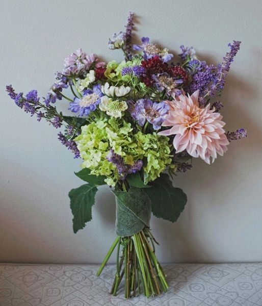 Country Garden style wedding I design inspiration by www.verdigrisvenuedressing.co.uk I late-summer bouquet: lavender, dahlia, scabious, green hydrangea