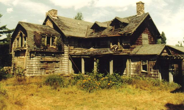 Ruins of the Summerwind haunted mansion in Wisconsin