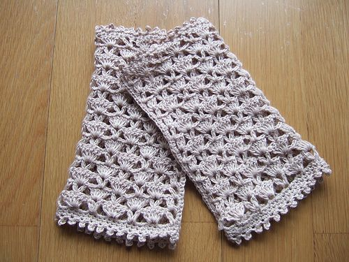 erico's lacy gloves by mamitaerico from free pattern by Christie Pruitt