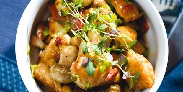 Sauté de poulet au bacon et aux champignons