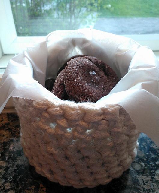 Toffeetäytteiset suklaakeksit (Salted caramel chocolate cookies)