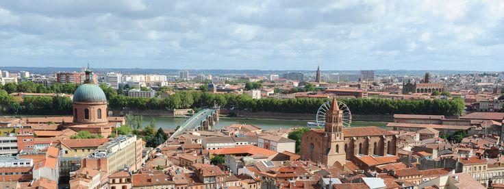 Pourquoi investir en centre ville de Toulouse ?  Très prisé, le centre ville toulousain constitue une opportunité très rentable d'investissement locatif. Quels sont les avantages d'un investissement locatif en centre ville ? Et quel type de bien immobilier acheter en centre ville ? Décryptage. .http://www.immoneuftoulouse.fr/