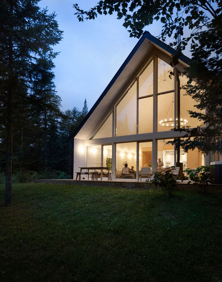 Taking inspiration from the typical architecture of an alpine chalet, Canadian design firm la SHED have designed this lakeside chalet in Lanaudière, Quebec.