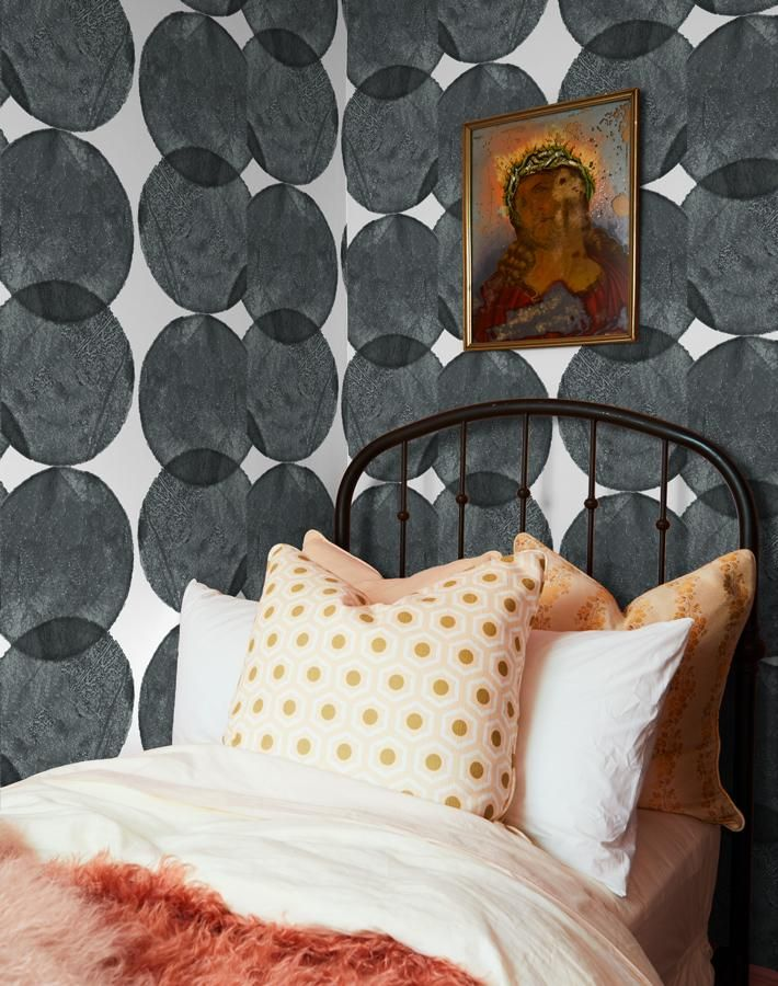 Schumacher Queen Of Spain 24 L X 49 W Wallpaper Roll In 2021 Wallpaper Roll Schumacher Wallpaper Black Wallpaper