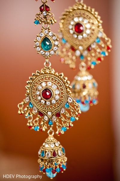 This Indian bride opts for beautiful jewelry on her wedding day. - Inspiration for PhotosMadeEz weddings