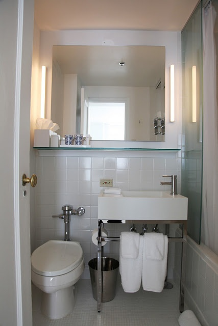 Great use of space for a small bathroom maui pinterest for Great bathrooms in small spaces