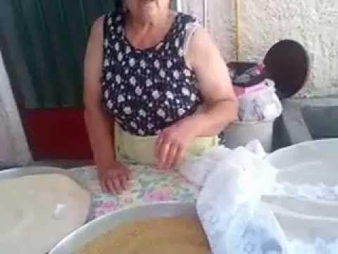 Ελάτε να φτειάξουμε Ξυνό και Γλυκό τραχανά όπως οι γιαγιάδες μας - YouTube