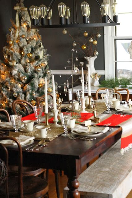 Blogger Stylin' Home Tour: A Rustic, Natural, and Glimmering Christmas - Primitive and Proper