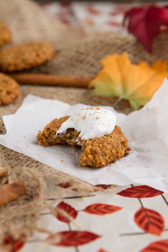 These good-for-you cookies made with quinoa and pumpkin spice are the perfect Fall treat, whether you have them for breakfast, snack or a post workout bite! (Guest post from @healthfulpursuit)