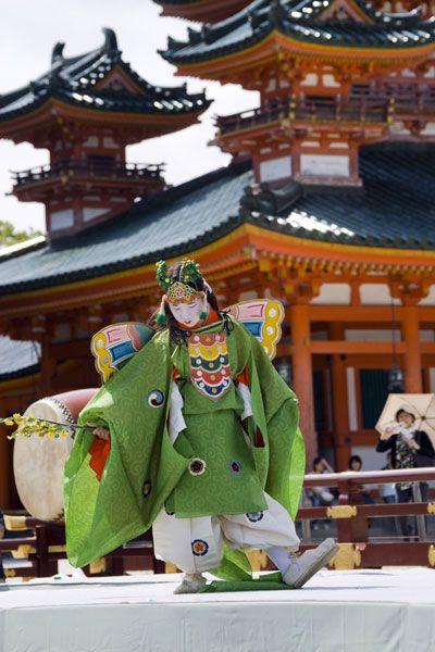 """taishou-kun: """" Kochou no mai 胡蝶の舞 - Kyou no matsuri 京の祭り (Kyouto festival) - Kyouto 京都 - June 2009 Source : sango-kc blog """""""