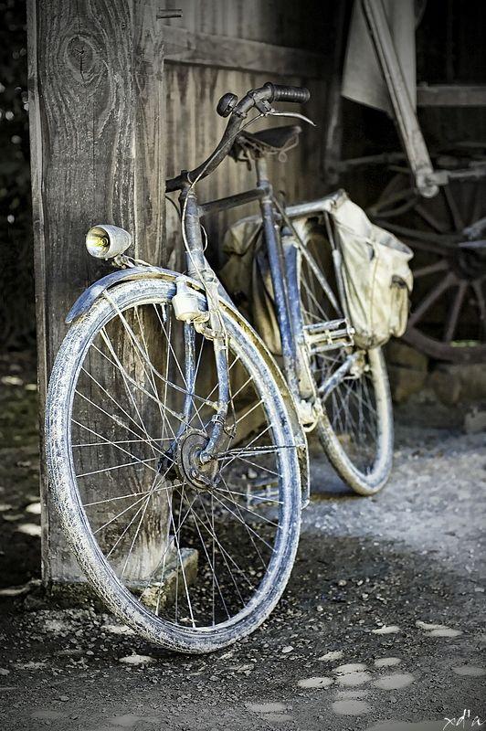 la vieille bicyclette bleue v lo pinterest v los photos et bicyclettes. Black Bedroom Furniture Sets. Home Design Ideas