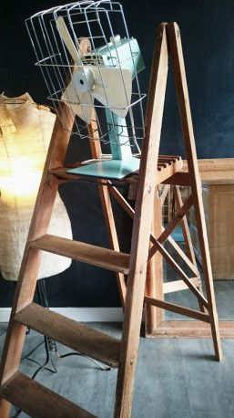 Escabeau en bois ancien #wood #vintagedecor #industrial #industrialdecor #vintage