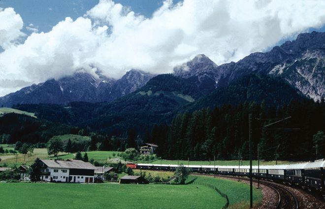 VOGUE lifestyle   travel   世界で最も豪華な列車「オリエント急行」で走るヨーロッパの旅。   4