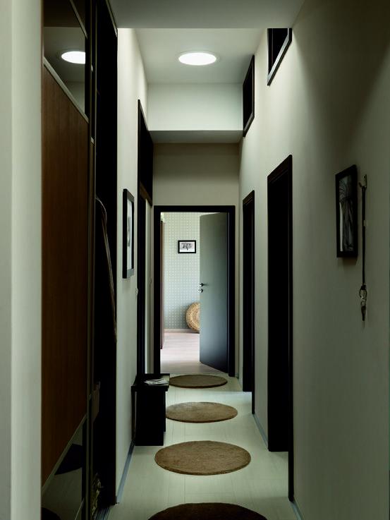 Couloir taupe et noir