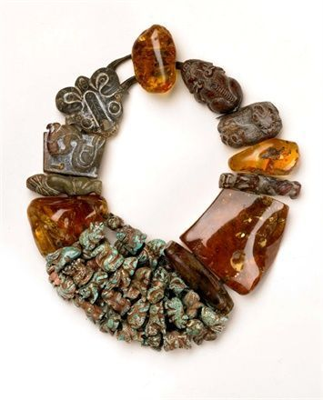 A pretty combination of stones necklace.