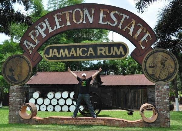 Appleton Estate è la più grande e famosa distilleria di Jamaica, nonchè l'unica che possiede ed imbottiglia rum di lungo invecchiamento.