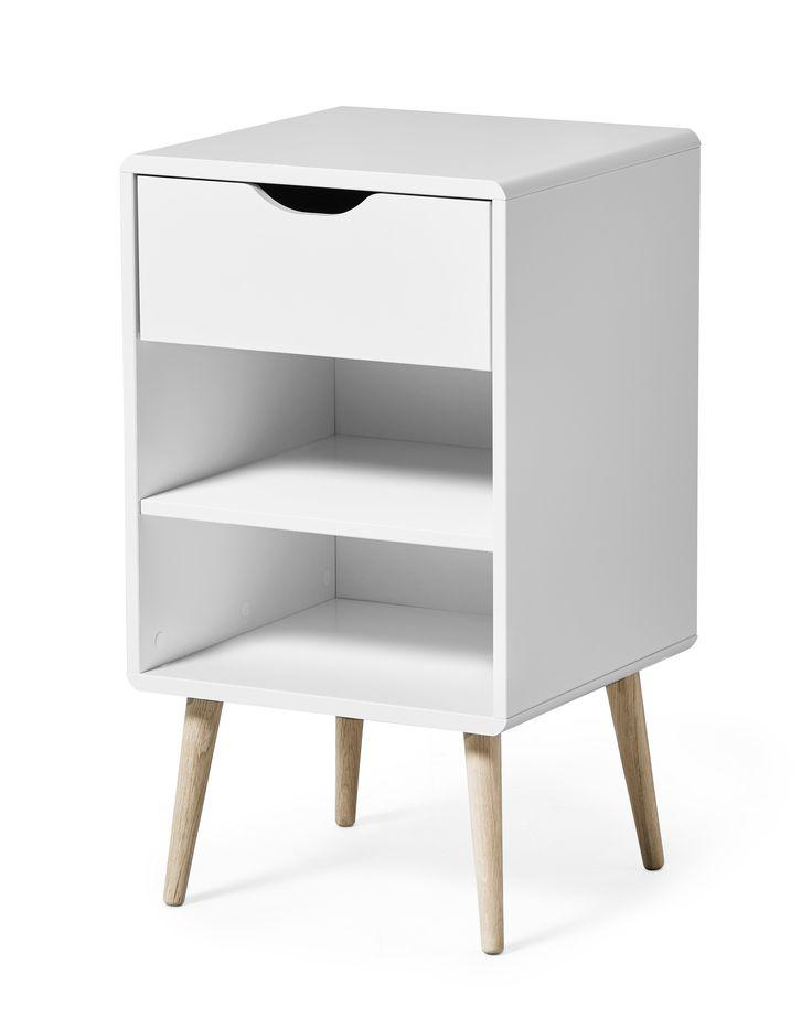 Sängbord med modern och smidig förvaring med en låda och en hylla. Curve är tillverkad i lättskött lackerad MDF med dekorativa ekben. Detta sängbord kräver montering.
