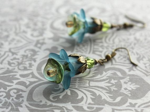 I LOVE THESE!  Teal Green Earrings Flower Earrings Green and by apocketofposies, $23.00: Earrings Flowers, Flowers Earrings, Flower Earrings